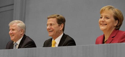 24.10.09, Bundespressekonferenz zum Abschluss der Koalitionsverhandlungen, Vorstellung des Koalitionsvertrages, Merkel, Seehofer, Westerwelle © www.bilder.cdu.de (bearb. MiGAZIN)