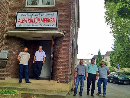Die Eingangstür des Alevitischen Kulturzentrums e.V. in Mönchengladbach und Umgebung