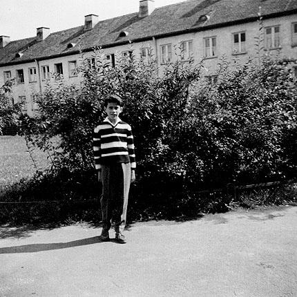 Sohn Murat Sultan-Sade vor der Büg-Siedlung, 14. August 1961 - Foto: Familie Sultan-Sade