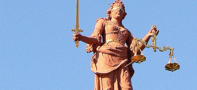 Die Justizia © dierk schaefer auf flickr.com (CC 2.0), bearb. MiG
