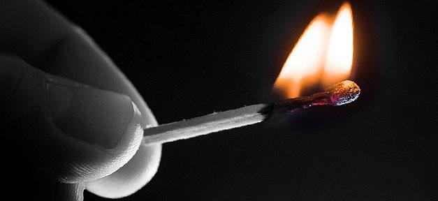 Brandstiftung © 96dpi auf flickr.com (CC 2.0), bearb. MiG