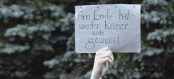 Demo, Demonstration, Demonstrant, Flüchtlinge, Flüchtlingsunterkunft