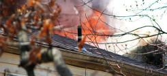 Feuer, Haus, Hausbrand, Brandstiftung, Rauch