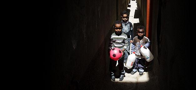 Kinder, Flüchtlinge, Flüchtlingskinder, Freunde, Ball
