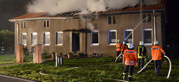 Feuerwehr, Brand, Gebäude, Haus, Feuer