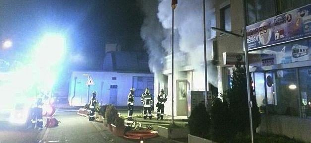Feuer, Moschee, Islamfeindlichkeit, Bombenanschlag