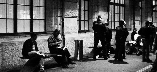 Polizei, Bahnhof, Kontrolle, Racial Profiling