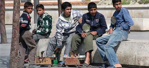 Jugendliche, Syrien, Aleppo, Straße, Schuhputzer