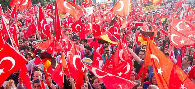 Demonstration, Türken, Türkei, Fahnen, Menschen