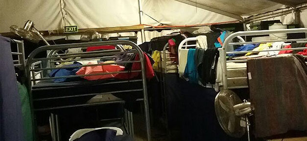 Flüchtlingsheim, Flüchtlinge, Bett, Flüchtingszelt