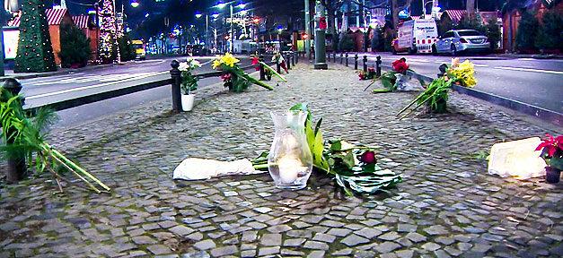 Berlin, Weihnachtsmarkt, Anschlag, Terror, Trauer, Blumen, Kerzen