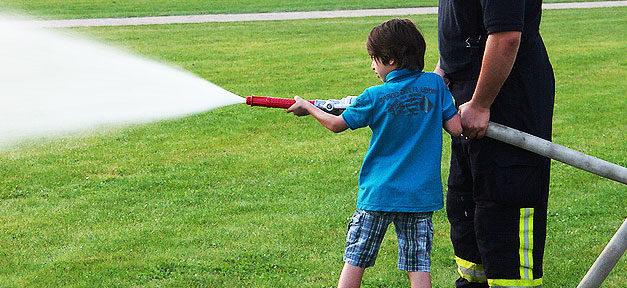 Feuerwehr, Junge, Ehrenamt, Ehrenamtlich, Wasser, Kind