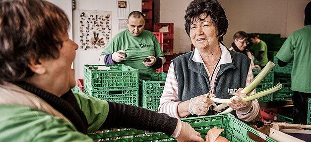 Tafel, Essen, Lebensmittel, Gemüse, Armut, Bedürftige