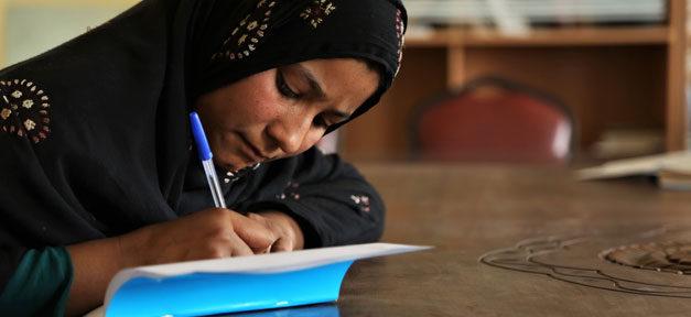 Schule, Bildung, Hausaufgaben, Afghanistan, Mädchen