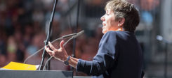 Margot Käßmann, Theologin. Käßman, Kirche, Evangelisch, Rede, Bühne