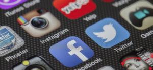 Soziale Medien, Handy, Apps, Facebook, Twitter, Hashtag