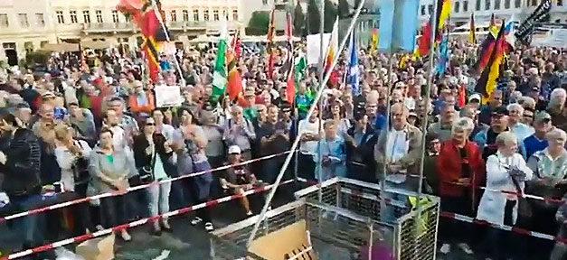Pegida, Demonstration, Flüchtlinge, Menschen, Absaufen
