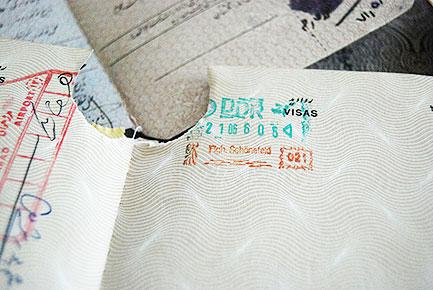 Der Visumsstempel der DDR im Jahre 1986 in Mandana Kazemis damaligen Pass.