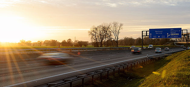 Reisen mit dem Auto © Dirk Vorderstraße @ flickr.com (CC 2.0)