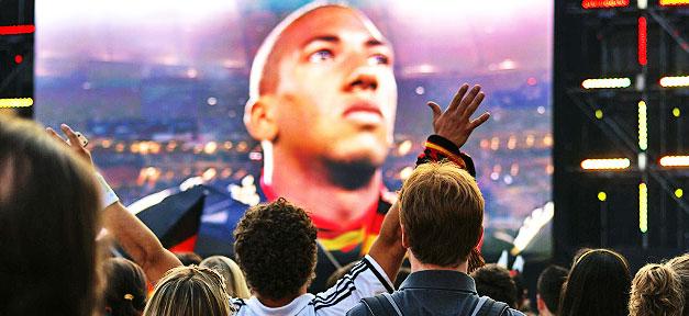 Public Viewing vor einem Spiel der deutschen Fußball-Nationalmannschaft © Ute Köhler @ flickr.com (CC 2.0)