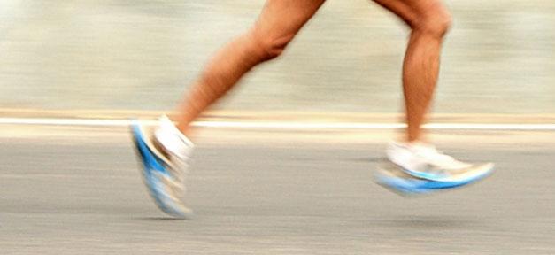 Extremsportler läuft für Flüchtlinge © Simply CVR @ flickr.com (CC 2.0), bearb. MiG