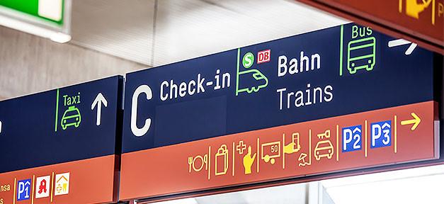 Check-in am Flughafen - Einwanderung © MiG