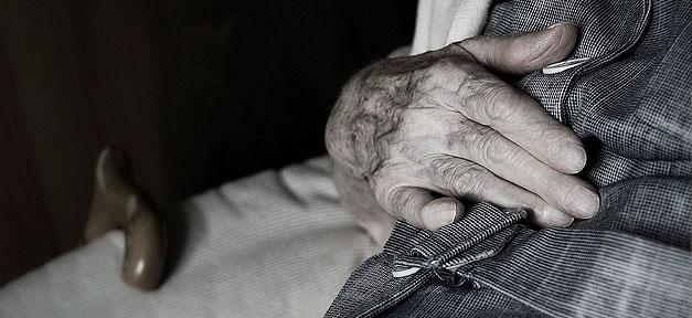 Pflege, Pflegefall, Alt, Alterung, Hände, Hand, Alterspflege