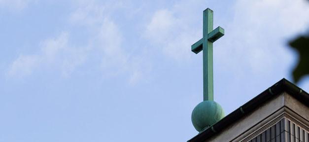 Kirche © Sebastian Rittau @ flickr.com (CC 2.0), bearb. MiG