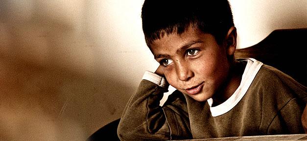 Kind, lächeln, flüchtling, flüchtlinge, junge
