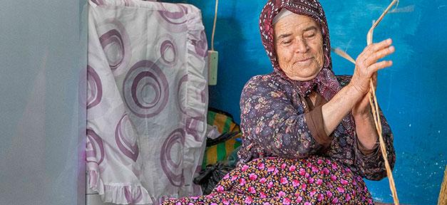 Türkei, Oma, Dorf, Handwerk, Schilfmatten, Ayse Narin
