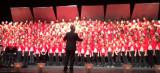 150 Kinder singen im Chor Willkommenslied für Flüchtlinge