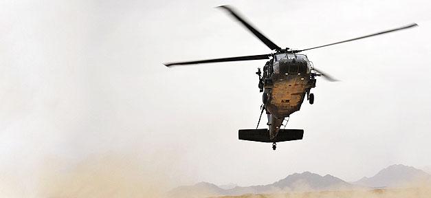 Hubschrauber_ Helicopter, Militär, Krieg, Wüste, Berge