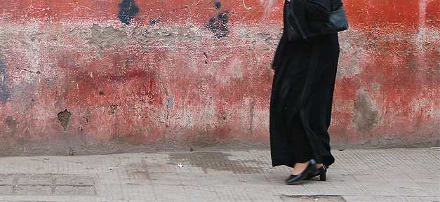 Frau, Straße, Beine, Muslima, Muslimin