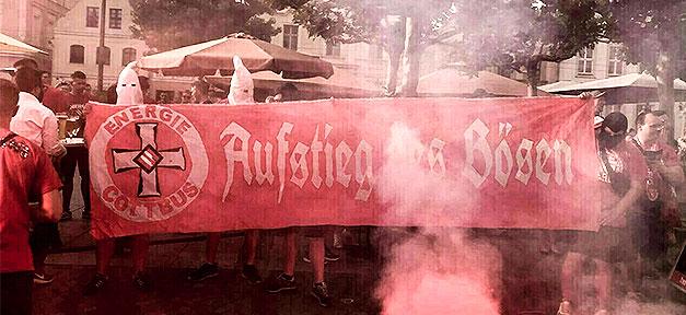 Rechtsextremismus, Ku Klux Klan, Neonazis, Feier, Kapuze