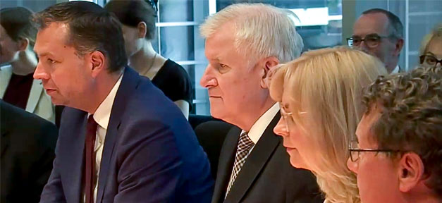 Horst Seehofer, BMI, Innenminister, Bundesinnenminister, Ausschuss, Sitzung