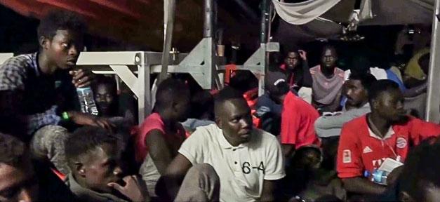 Flüchtlinge, Lifeline, Rettungsschiff, Flüchtlingspolitik, Mittelmeer