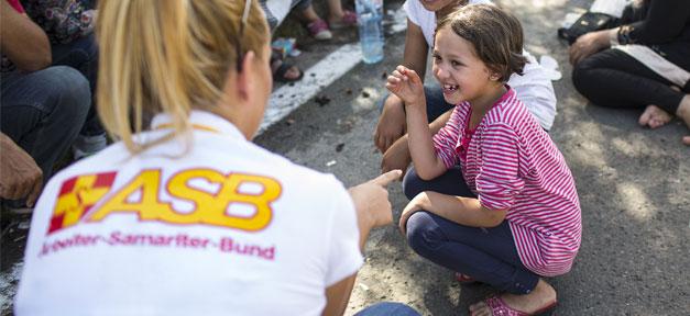 ASB, Arbeiter-Samariter-Bund, Hilfe, Kind, Lachen, Flüchtlinge