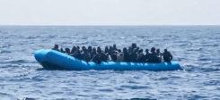 Flüchtlinge, Mittelmeer, Boot, Seenot, Seenotrettung