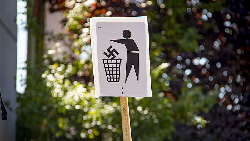 Demonstration, Nazis, Neonazis, Rechtsextremismus, Hakenkreuz