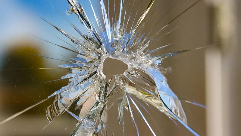 Fenster, Scheibe, Kaputt, Fensterscheibe, Bruch, Gewalt, Straftat, Schuss, Glas