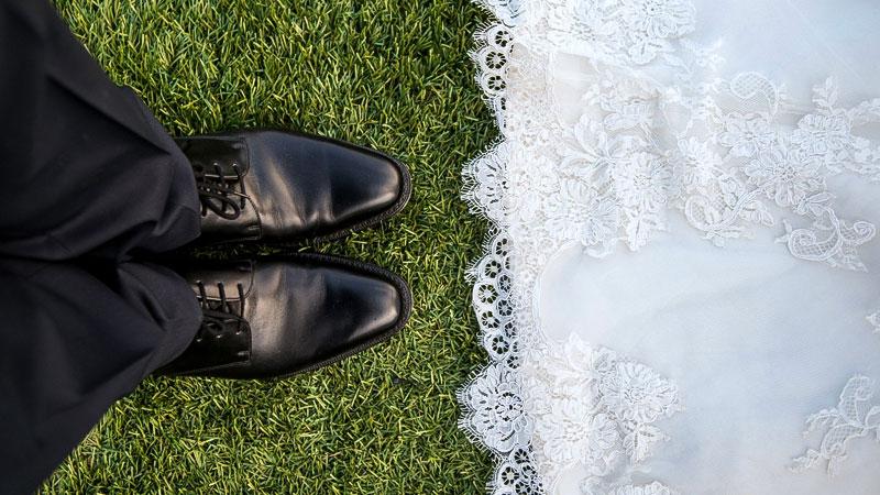 Hochzeit, Braut, Paar, Heirat, Familie, Brautkleid, Schuhe, Ehe