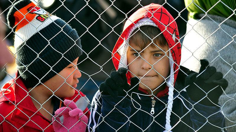 Kinder, Zaun, Flüchtlinge, Griechenland, Flüchtlingslager
