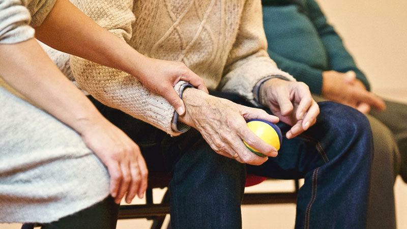 Pflege, Hand, Alter, Hände, Ball, Fachkräftemangel