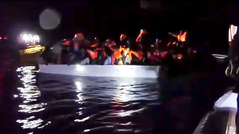 Flüchtlinge, Rettung, Mittelmeer, Schlauchboot, Flucht