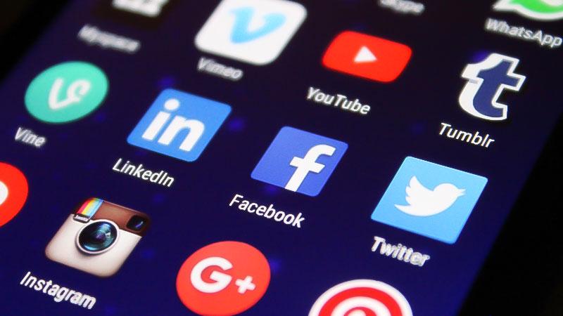 Smartphone, Soziale Medien, Apps, Telefon, Internet, Facebook, Twitter, YouTube