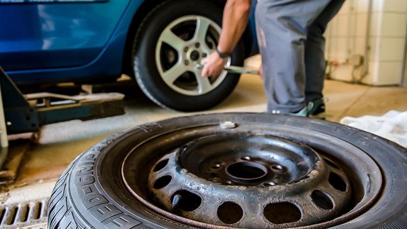 Auto, Werkstatt, Kfz, Reifen, Reifenwechsel, Winterreifen, Sommerreifen