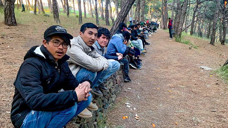 Jugendliche, Griechenland, Warten, Essen, Schlange