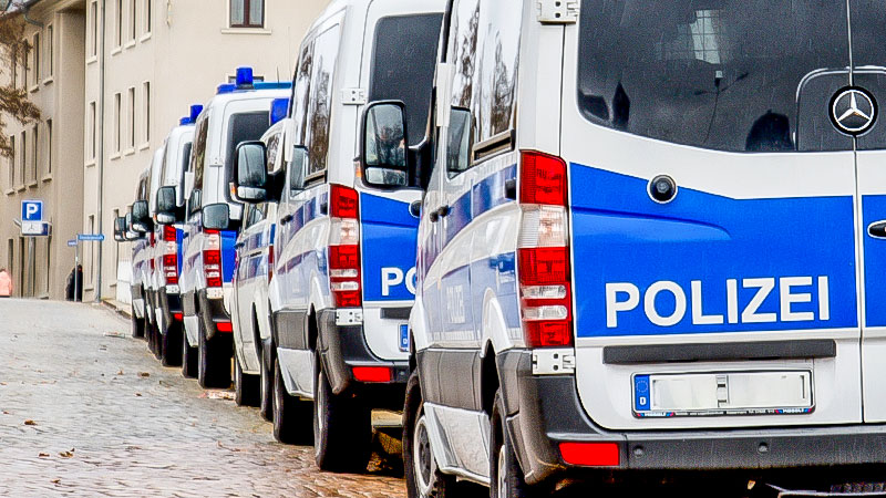 Polizei, Polizeiauto, Polizeieinsatz, Straße, Hundertschaft