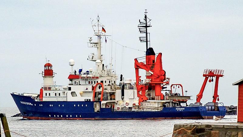 Rettungsschiff, Poseidon, Kirche, Seenotrettung, Schiff, Sea-Watch, Mittelmeer, Flüchtlinge