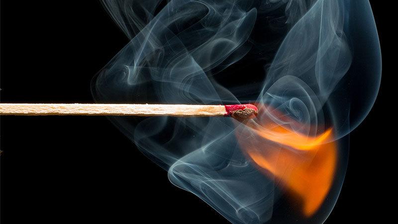 Streichholz, Feuer, Brandanschlag, Rauch, Straftat
